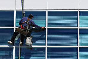 Glasreinigung: Wir reinigen Glasfassaden bis 18 m Höhe
